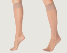 Picioare de femeie cu ciorapi compresivi pentru prevenirea insuficienţei venoase